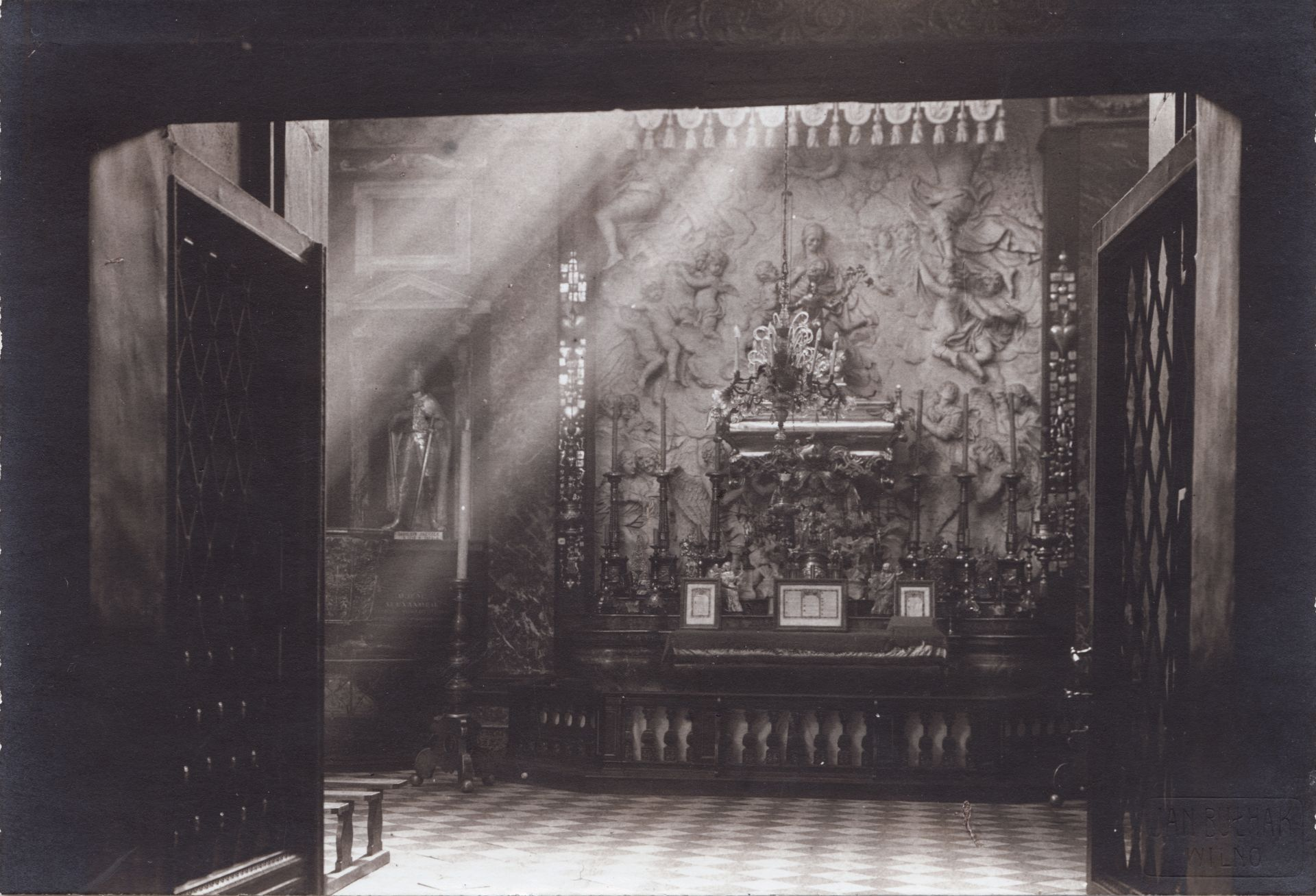 Chandelier at the Chapel of Saint Casimir of the Cathedral Basilica of Vilnius. Photo by Jan Bułhak, 1931, in: Lietuvos dailės muziejus, inv. Nr. Fi-283