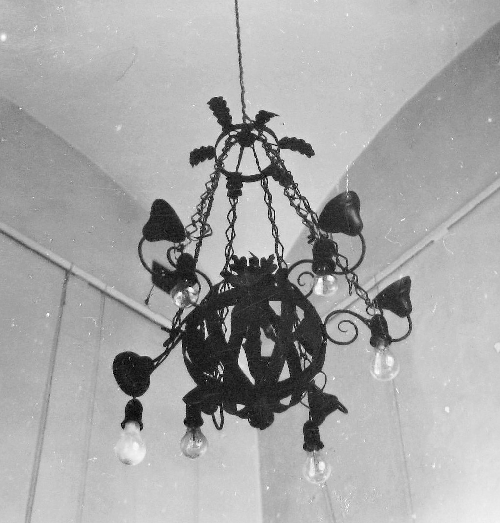 Chandelier at the Vilnius Town Hall. Photo by Jonas Šaparauskas, 1973, in: Kultūros paveldo centro biblioteka, f. 41, ap. 1, Nr. 1539