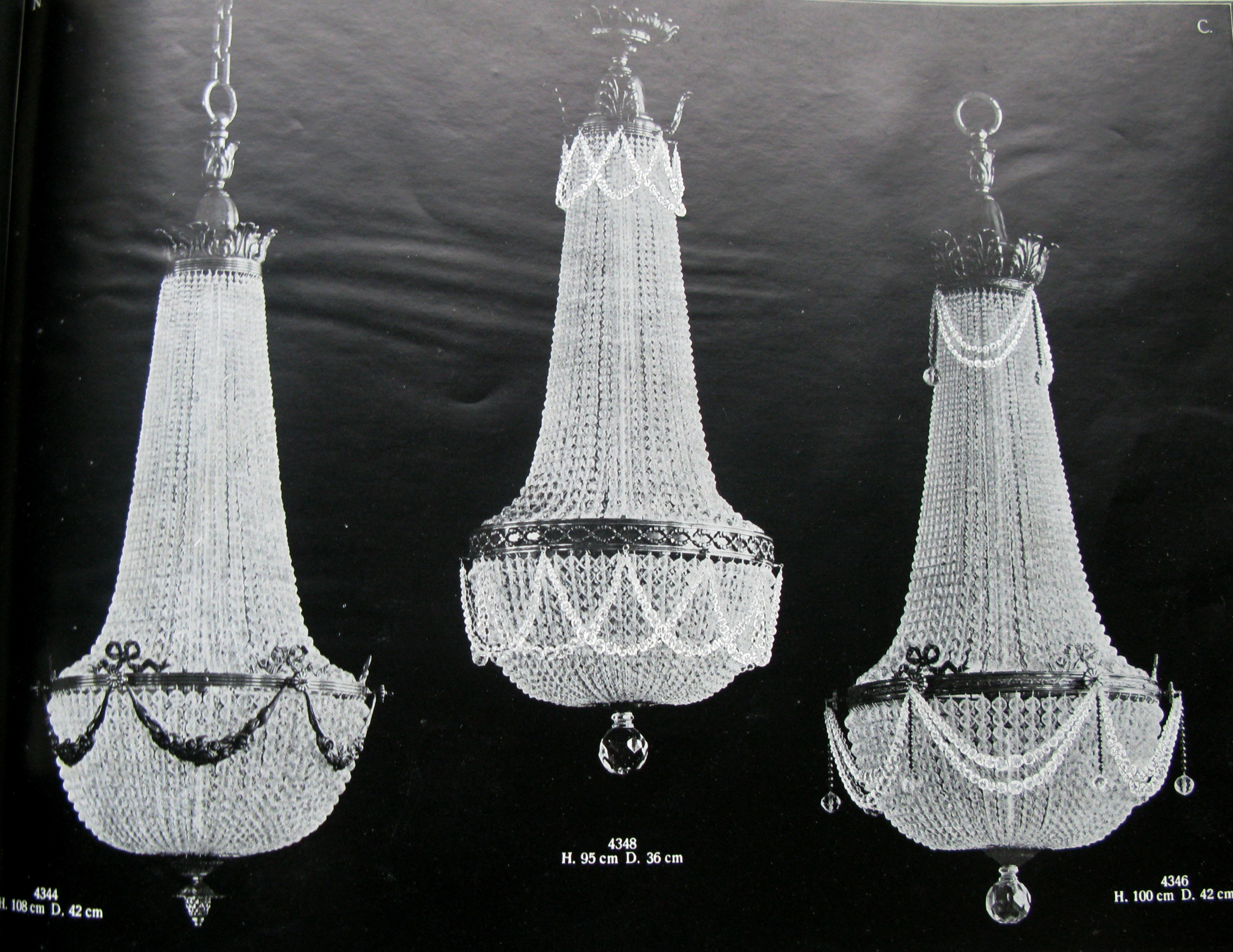 Neumann & Co. The chandeliers from the catalogue of 1928 of the Ebersbach/Saxony factory. Reproduced from: Crystallerie und Beleuchtungskorper N.C.E.S., 1928, p. 370.