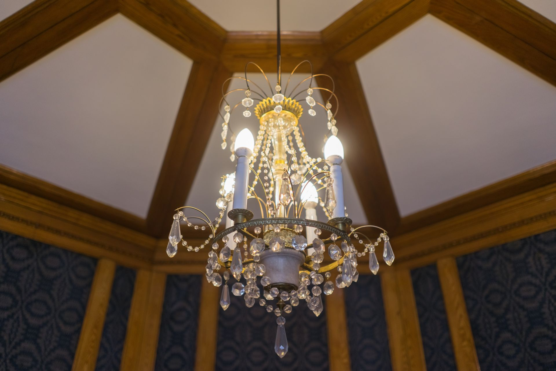 Chandelier, 1900–1929, Archdiocese of Vilnius. Photo by Povilas Jarmala, 2017