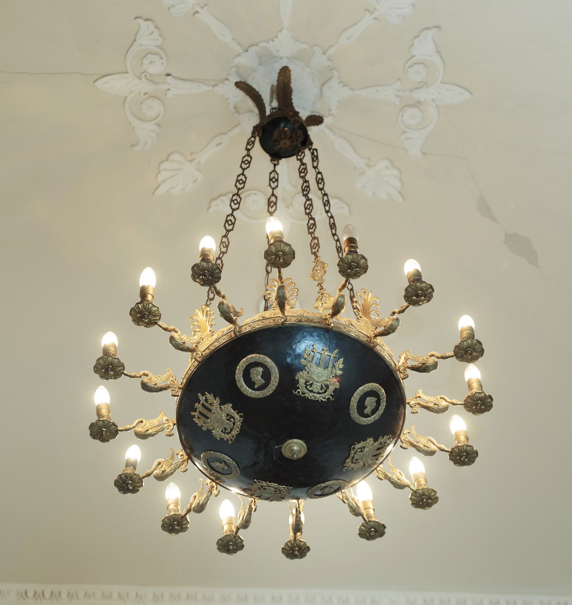 Chandelier, 1800–1829, Lithuanian Art Museum, TM-658. Photo by Tomas Kapočius, 2017