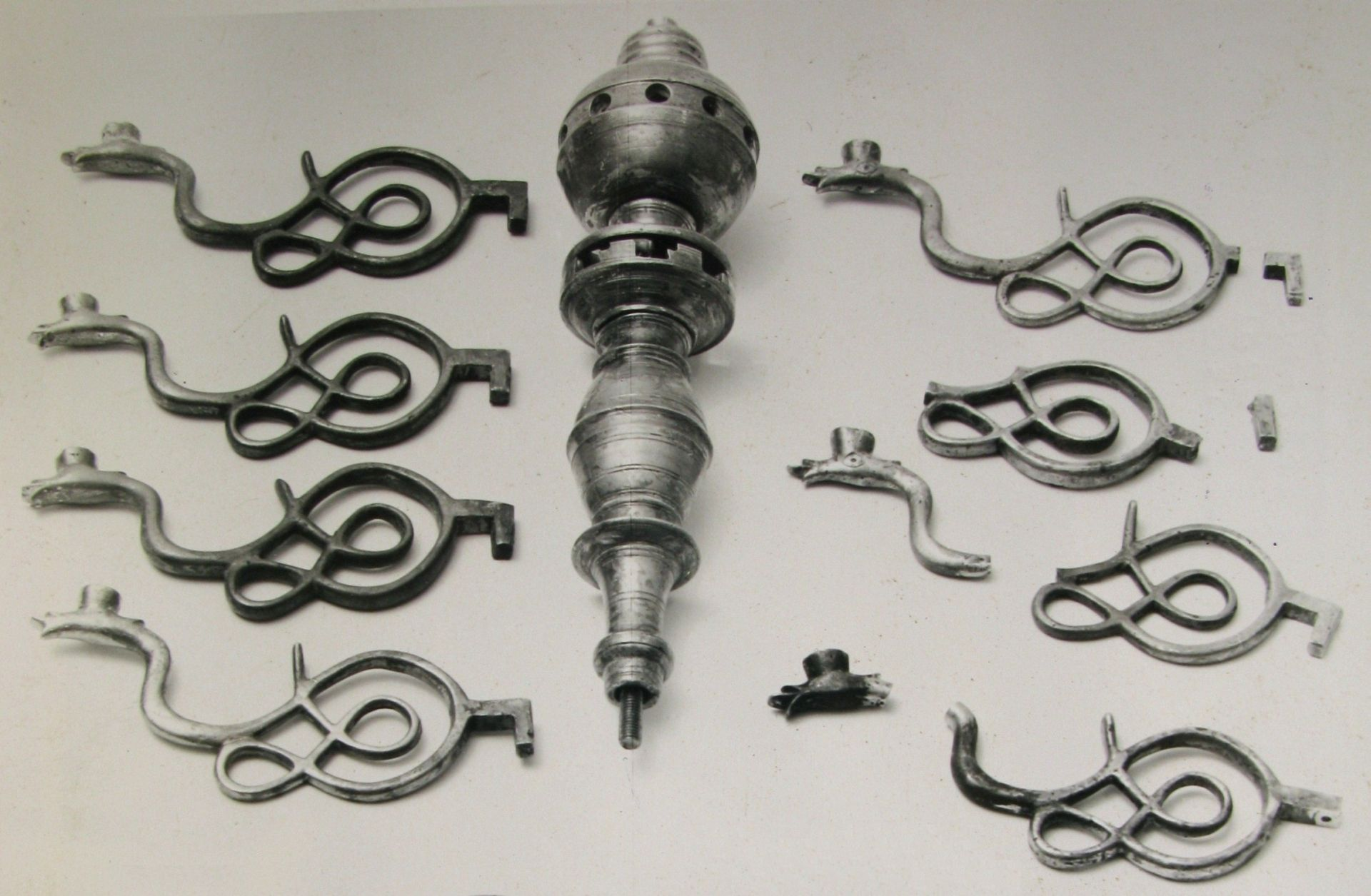 Parts of the chandelier before restoration, 1600–1699, Lithuanian Art Museum, TM-2332. Photo by Aleksandras Sidorenka, 1984, in: Lietuvos dailės muziejaus Prano Gudyno restauravimo centras