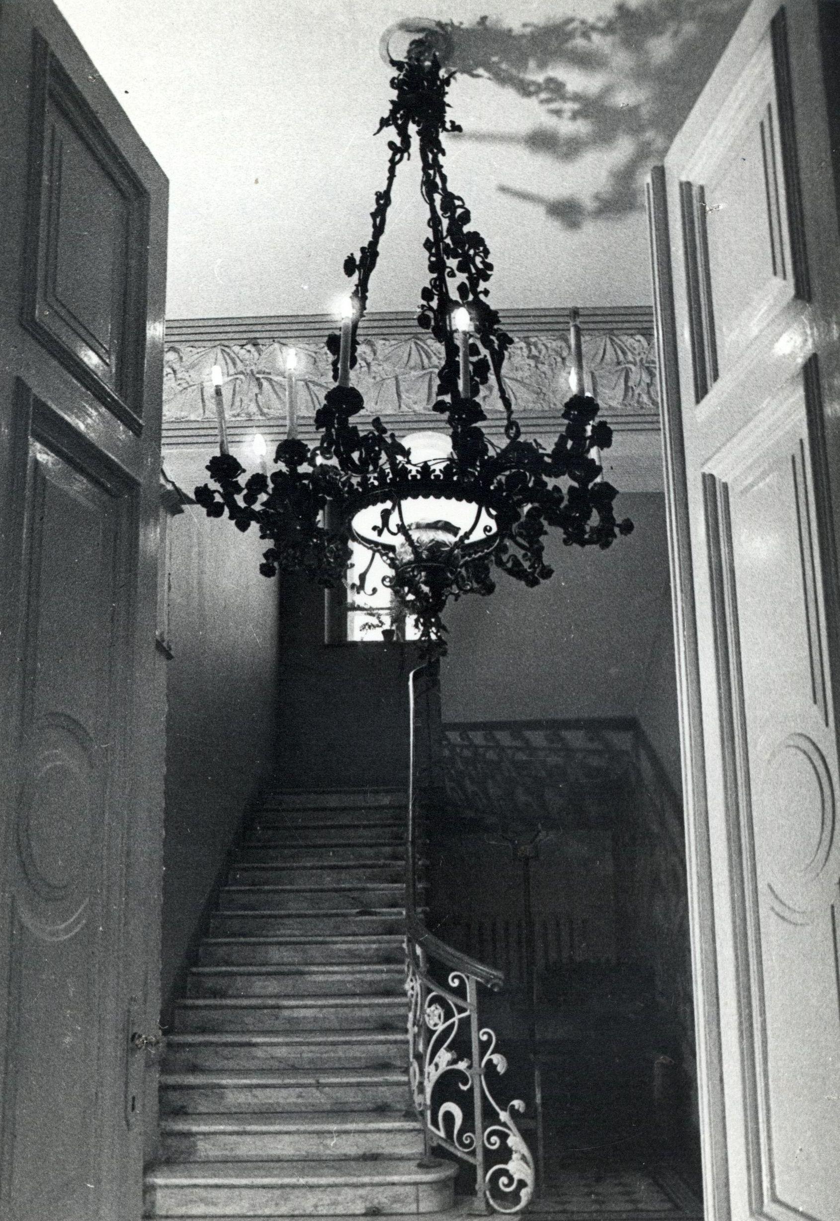 Chandelier at the P. Vileišis Palace. Photo by Juozas Grikienis, around 1950–1990, in: Lietuvių literatūros ir tautosakos institutas, 20759