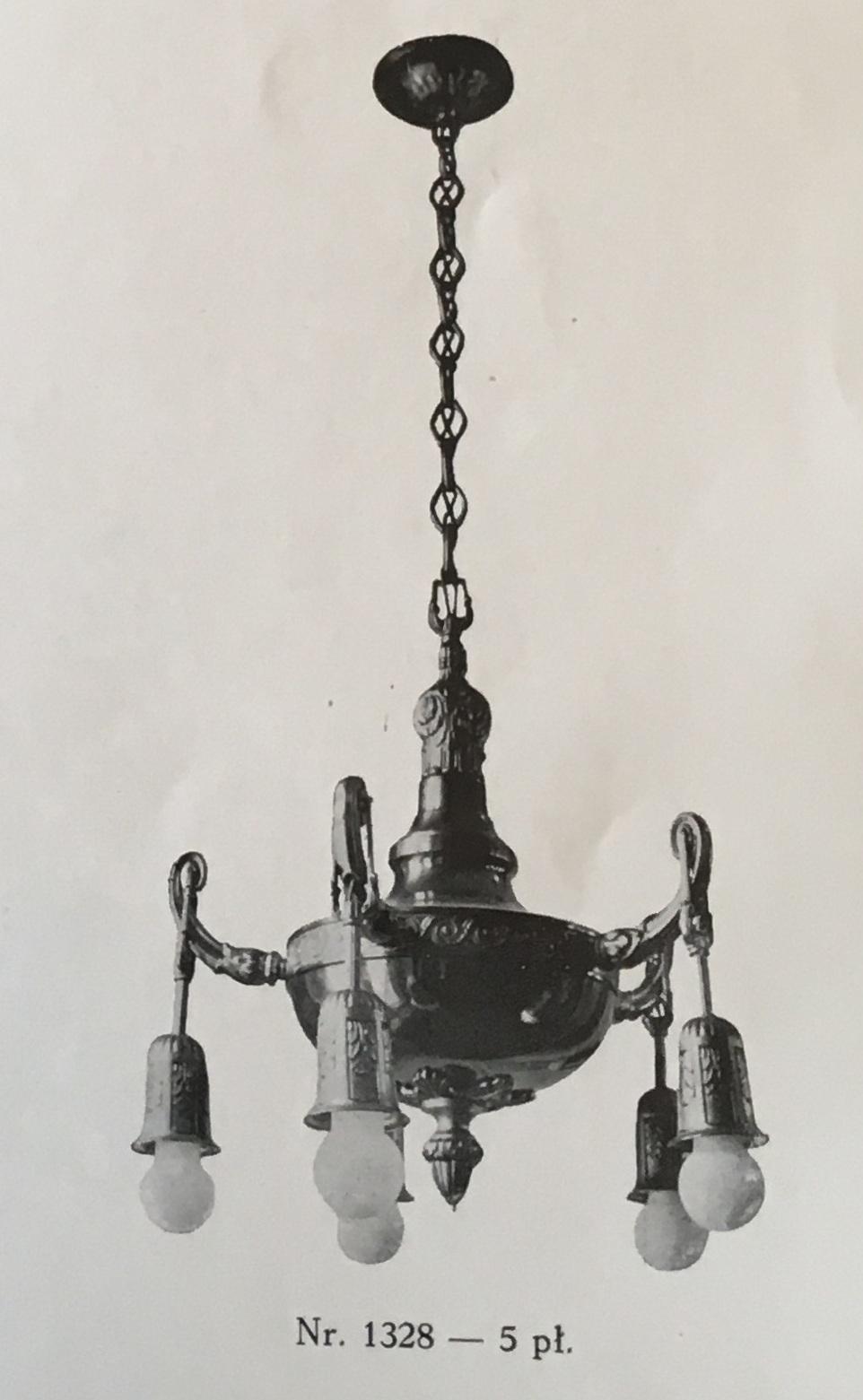 A chandelier from the catalogue of 1928 of the Nowik & Serejski factory. Reproduced from: Katalog fabryka żyrandoli Nowik i Serejski, Warszawa, 1928, p. 23.