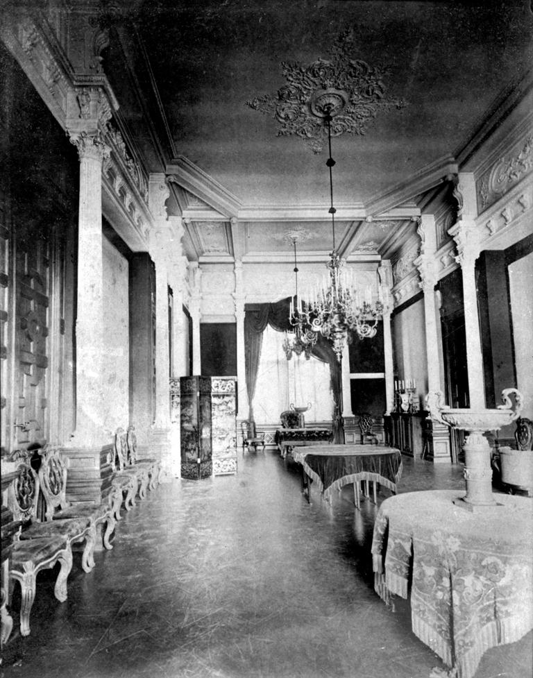 Chandeliers in the dining room of the Verkiai Palace. Photo by Leonas and Mironas Butkovskiai, 1912–1914, from: Lietuvos centrinis valstybės archyvas, 9827-5