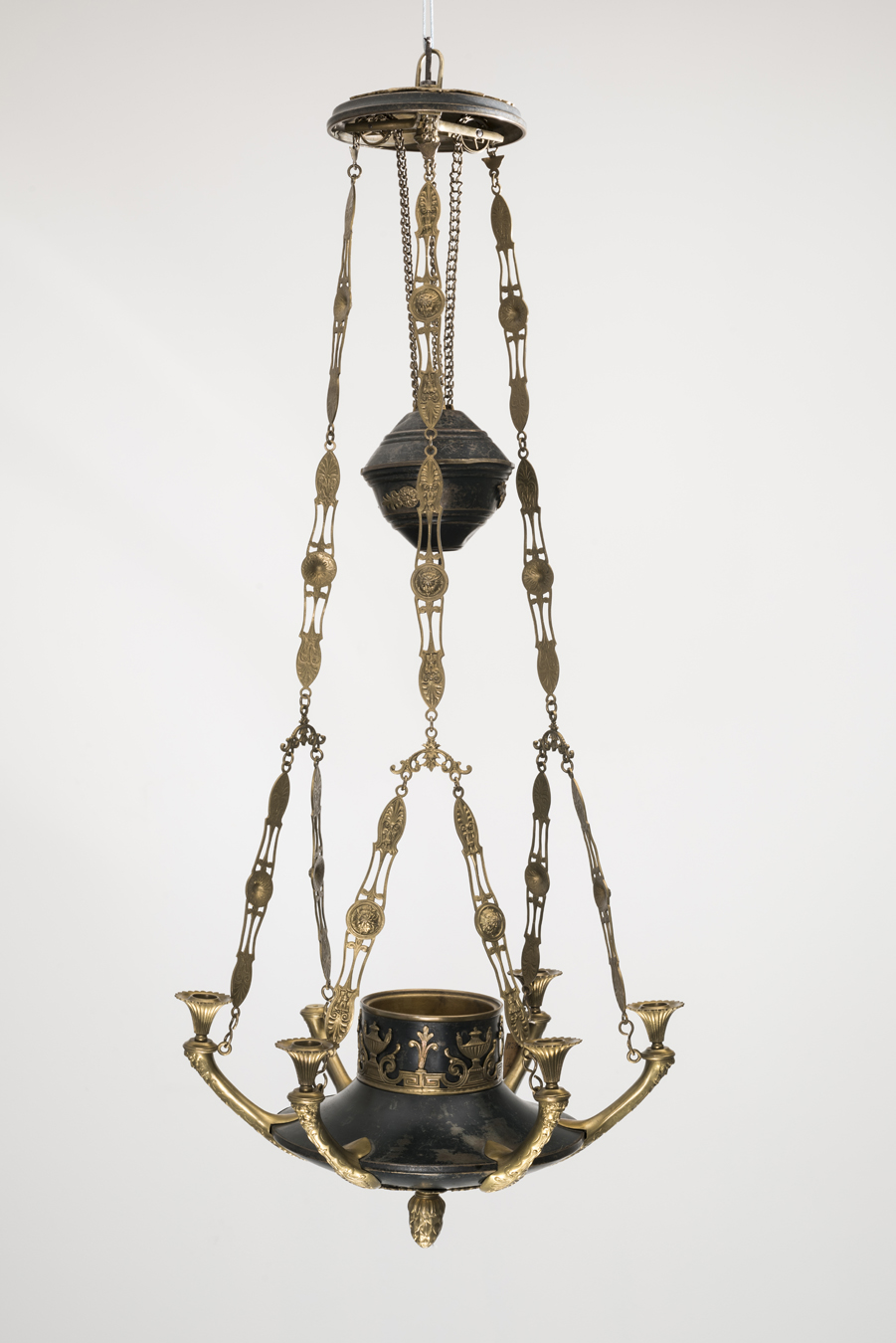 Chandelier, the 2nd half of the 19th c., the National Museum of Lithuania, IM-2991. Photo by Kęstutis Stoškus, 2019