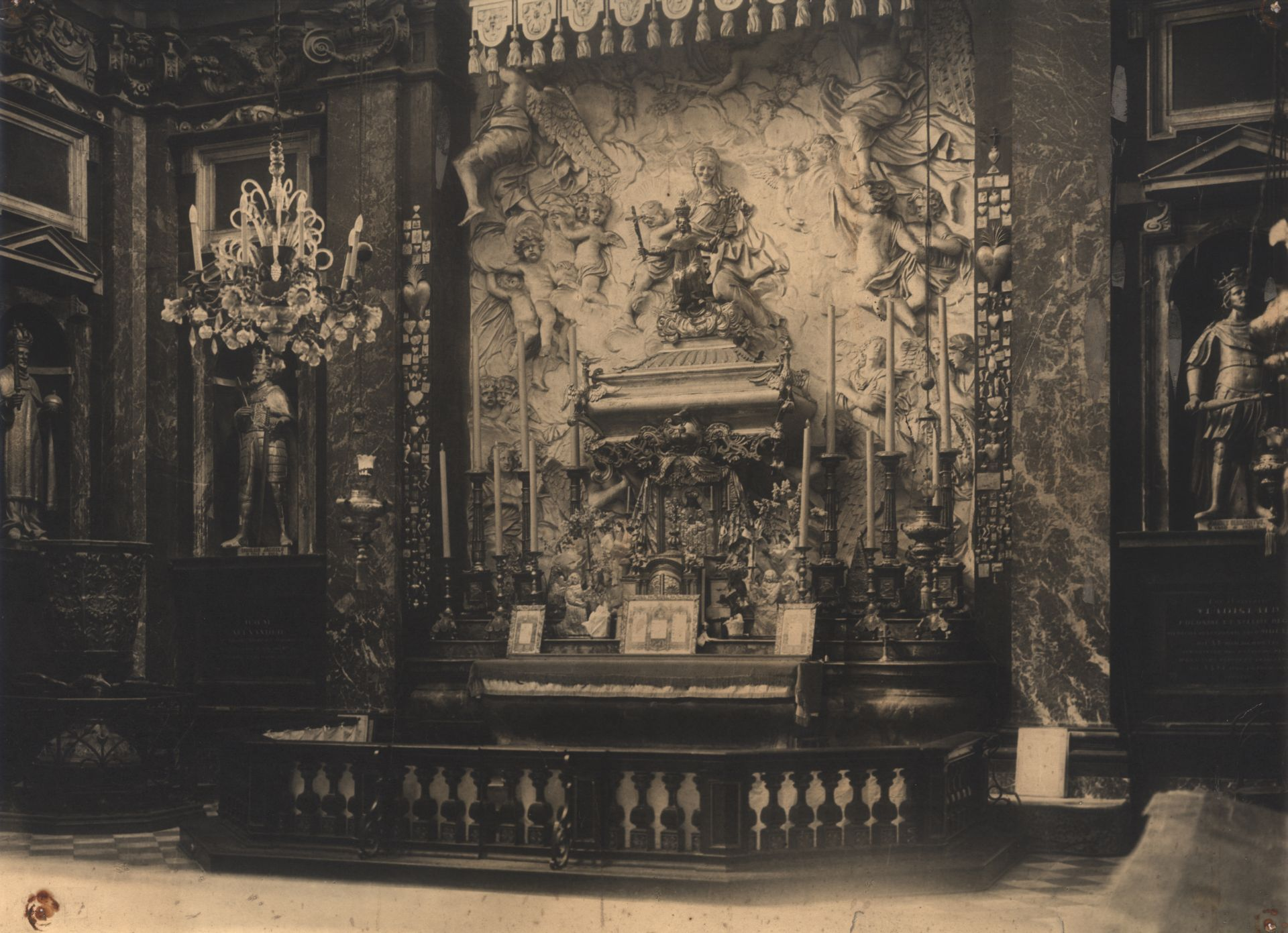 Chandelier at the Chapel of Saint Casimir of the Cathedral Basilica of Vilnius. Photo by Jan Bułhak, 1931, in: Lietuvos dailės muziejus, inv. Nr. Fi-106